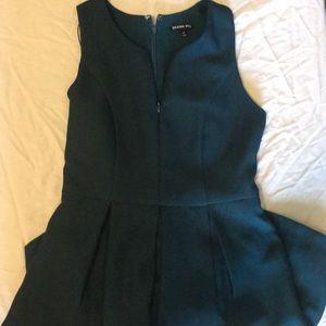 Cute zipper front Gianni Bini dress